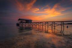 跳船或码头在日落 免版税图库摄影
