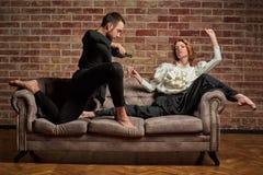 跳芭蕾舞者和男性拉丁舞蹈家现代风格的 免版税图库摄影
