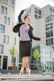 跳芭蕾舞者跳舞街道 免版税库存照片