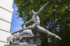 跳芭蕾舞者雕塑在伦敦 库存图片