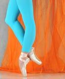 跳芭蕾舞者pointe 免版税库存图片