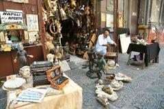 跳蚤市场在那不勒斯,意大利 免版税库存图片
