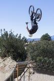 跳跃与BMX自行车 库存图片
