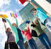 跳跃为喜悦的愉快的学生在检查以后 免版税库存图片