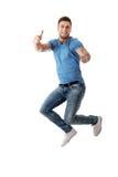 跳跃为喜悦的英俊的人 免版税库存图片