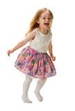跳跃充满喜悦的逗人喜爱的三年女孩隔绝在白色背景 免版税库存图片