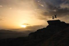 跳跃在岩石 图库摄影