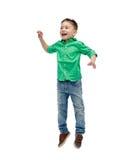 跳跃在空气的愉快的小男孩 免版税图库摄影