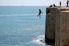 跳跃墙壁 免版税图库摄影