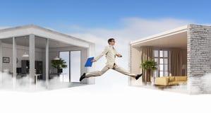 跳跃的商人在办公室 混合画法 混合画法 库存照片