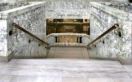 跳跃的银行大理石台阶 库存照片