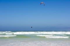 跳跃的Kiteboarder 免版税库存图片