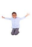 跳跃非裔美国人的小男孩-黑人 库存照片