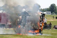 跳通过火焰的摩托车骑士 免版税库存图片