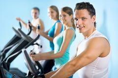 踏车的人们 健身 图库摄影