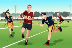 踢旗标橄榄球的青年人 免版税库存照片