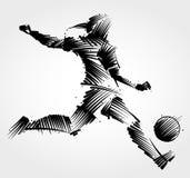 踢球的女性足球运动员 免版税库存图片