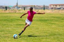 踢足球橄榄球的不同的孩子在学校 库存图片