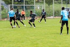踢足球的难民 免版税库存图片