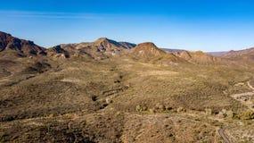 踢马刺十字架大农场地方公园鸟瞰图在洞小河,亚利桑那附近的 免版税库存照片