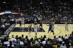 踢马刺对 Cavs - NBA比赛 库存照片