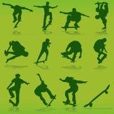 踩滑板的向量 免版税库存图片