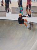 踩滑板在威尼斯海滩 库存照片