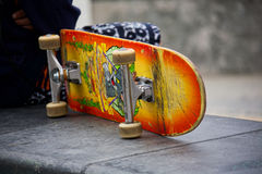 踩滑板在威尼斯海滩 免版税图库摄影