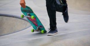 踩滑板在威尼斯海滩 图库摄影