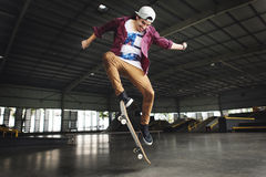 踩滑板的实践自由式极端体育概念 免版税库存图片