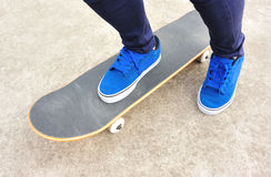 踩滑板 库存图片