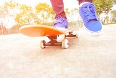 踩滑板 免版税库存图片