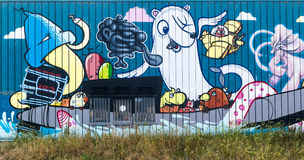蹲的大厦街道画墙壁在海牙,荷兰 免版税库存图片