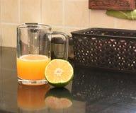 身体好的新鲜的稀烂橙汁 免版税库存照片