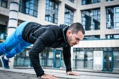 身体的坚硬锻炼 免版税库存图片