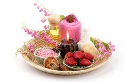 身体洗刷用草莓、海盐和橄榄油。(为干性皮肤) 图库摄影