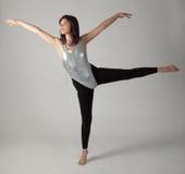 紧身连衣裤和绑腿的跳舞妇女 图库摄影
