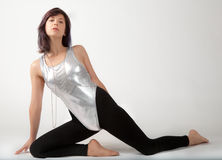 紧身连衣裤和绑腿的适合的妇女 免版税库存照片
