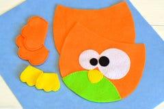 躯干,翼,从毛毡猫头鹰的爪子戏弄 如何做手工制造玩具 免版税库存图片