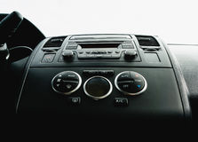 车内部看法  现代技术汽车仪表板关闭 气候 免版税图库摄影