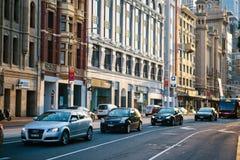 车在城市 免版税库存图片