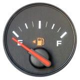 车在空的汽油表 查出在白色 免版税库存图片