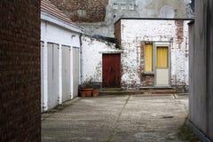 车库在城市的一个住宅区 库存图片