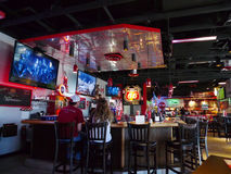 车库汉堡&啤酒、俄克拉何马市、OK、酒吧和就座 库存照片