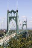 车的圣约翰斯桥梁在威拉米特河 库存图片