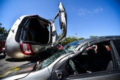 车祸和紧急急救工作的场面 库存照片