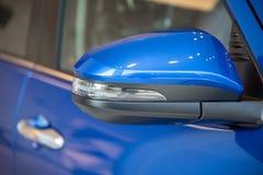 车窗和旁边镜子 免版税库存照片