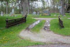车行道在公墓 免版税图库摄影