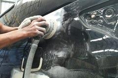 车身工作汽车在事故以后的修理油漆 免版税库存照片