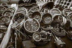 车速表、车头表和测路器卖点葡萄酒汽车的 免版税库存照片